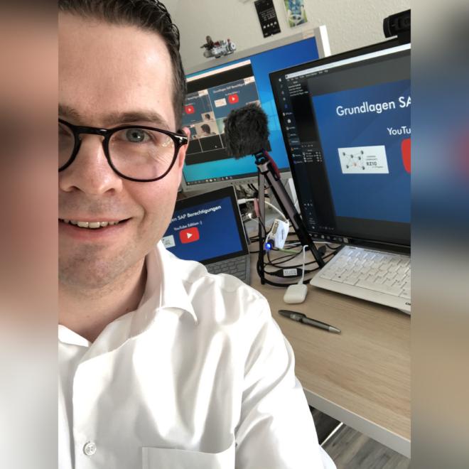 Kleines Selfie zum YouTube-Stream Grundlagen SAP Berechtigungen